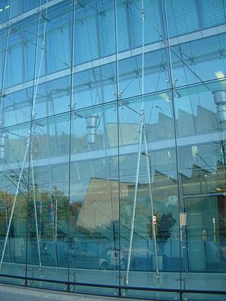 自平衡桁架点式玻璃幕墙